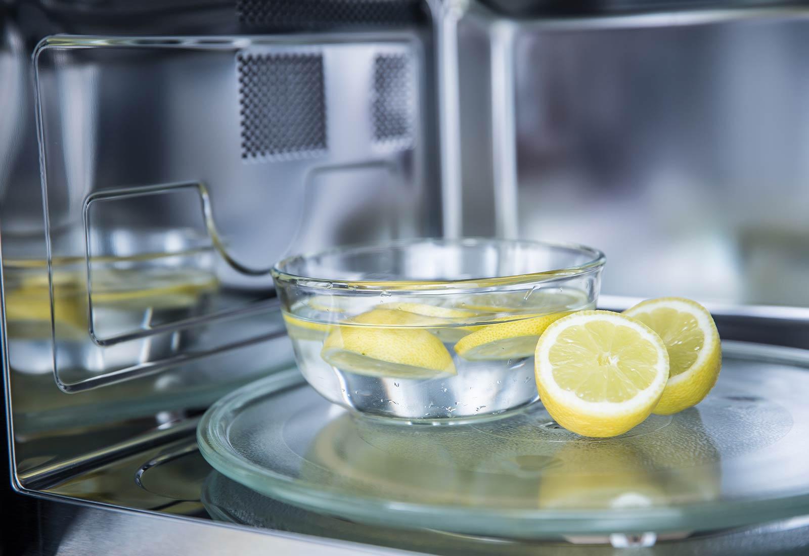 3 ricette naturali per pulire il forno