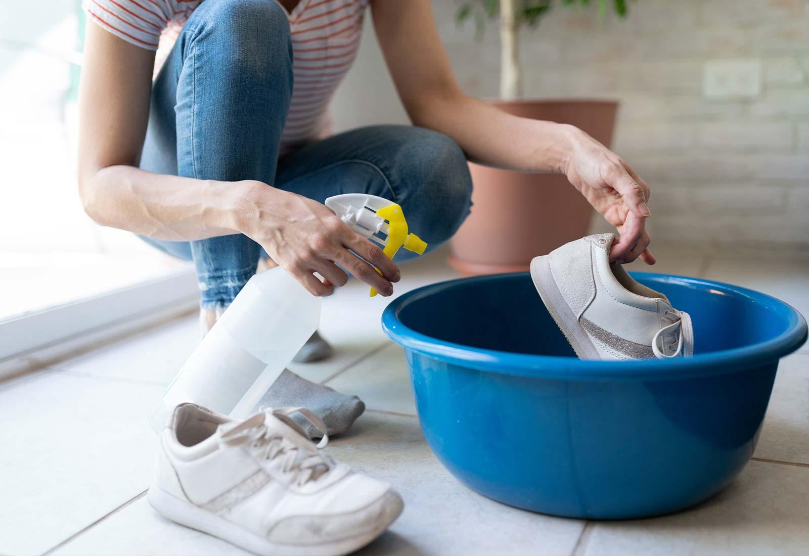come pulire le scarpe