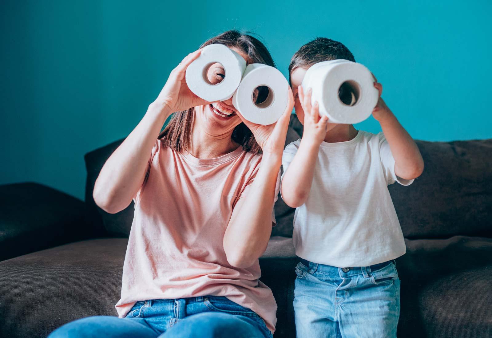 Come insegnare ai bambini a usare la carta igienica per pulirsi